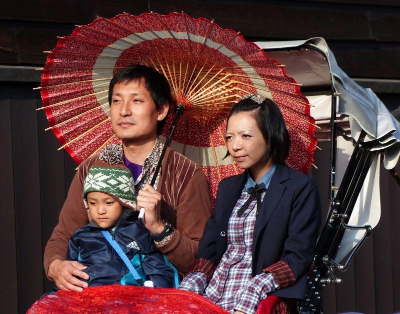 large_6927707-Rickshaw_passengers_Takayama.jpg