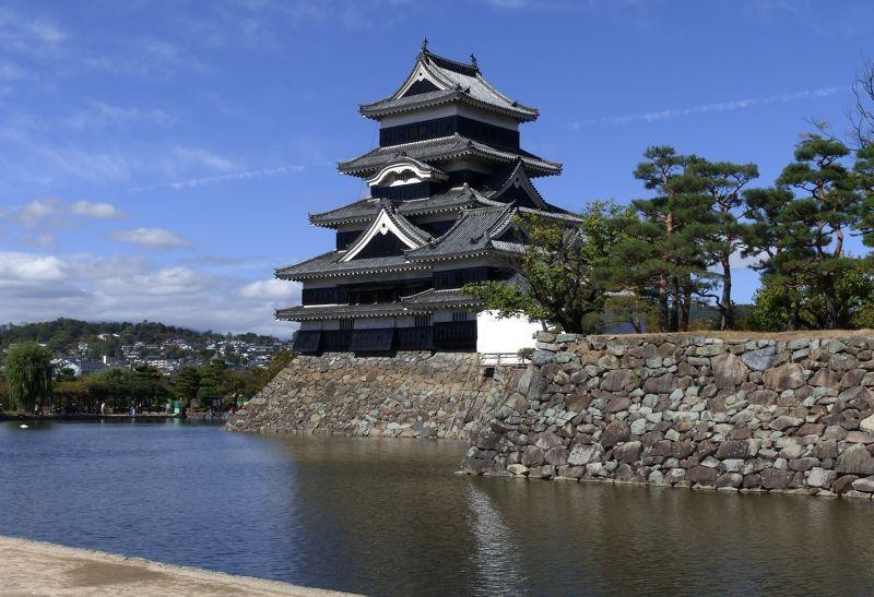 large_6935481-Matsumoto_Castle_Matsumoto.jpg