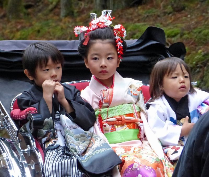 large_6941785-Childrens_festival_Nikko.jpg