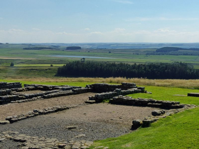 large_7464347-Looking_south_Housesteads.jpg