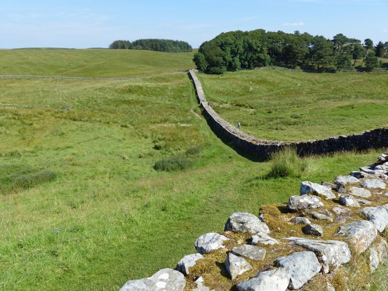 large_7464366-Hadrians_Wall_Housesteads.jpg