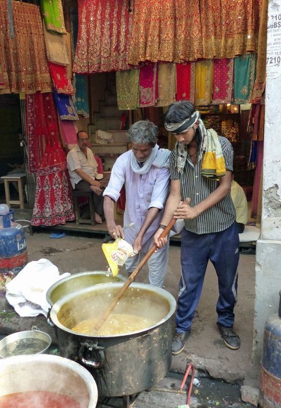 Life on the streets: cooking - Delhi