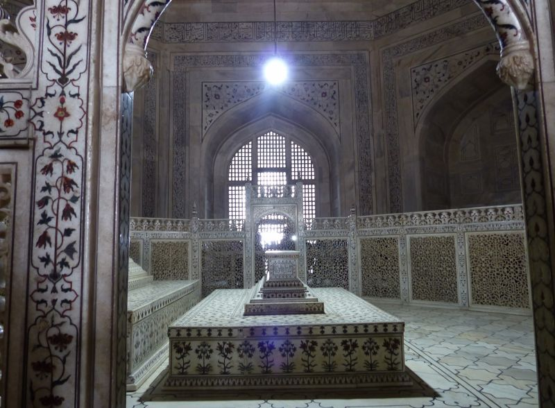 large_7524300-Taj_Mahal_the_main_tomb_Agra.jpg