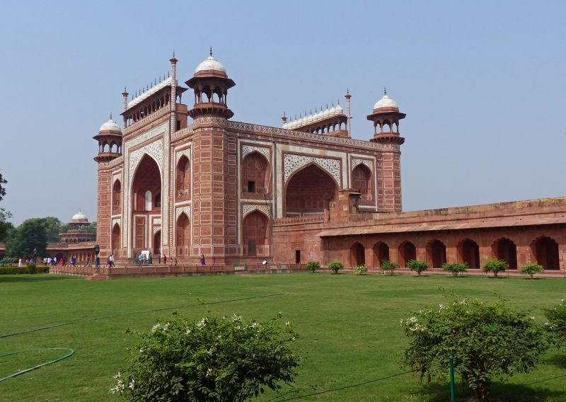 large_7524323-Taj_Mahal_the_great_gate_Agra.jpg