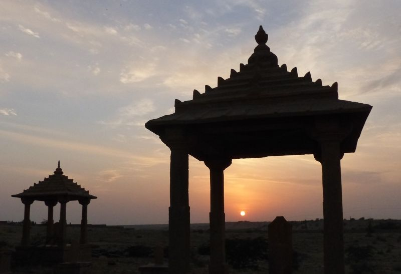large_7536629-Sunset_at_Vyas_Chhatri_Jaisalmer.jpg