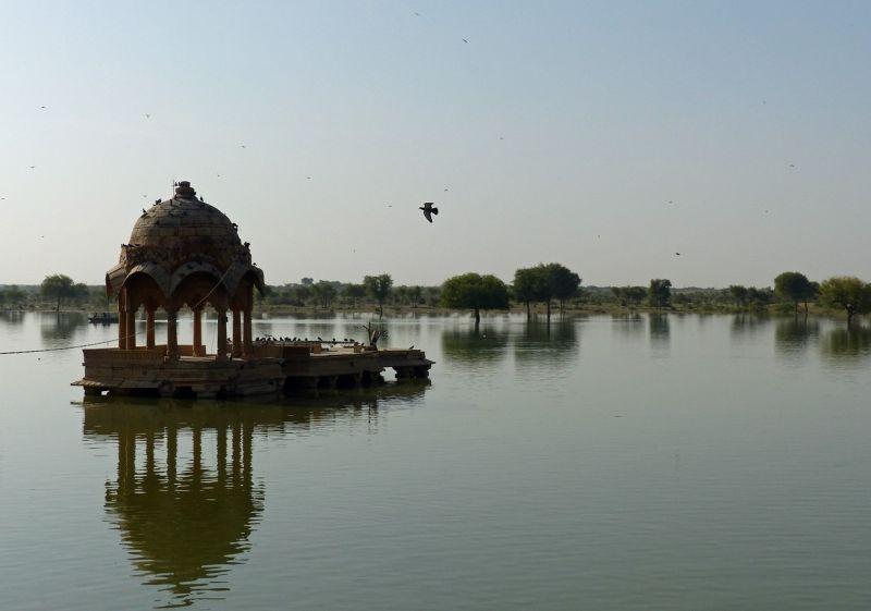 large_7536716-Gadisar_Lake_Jaisalmer.jpg