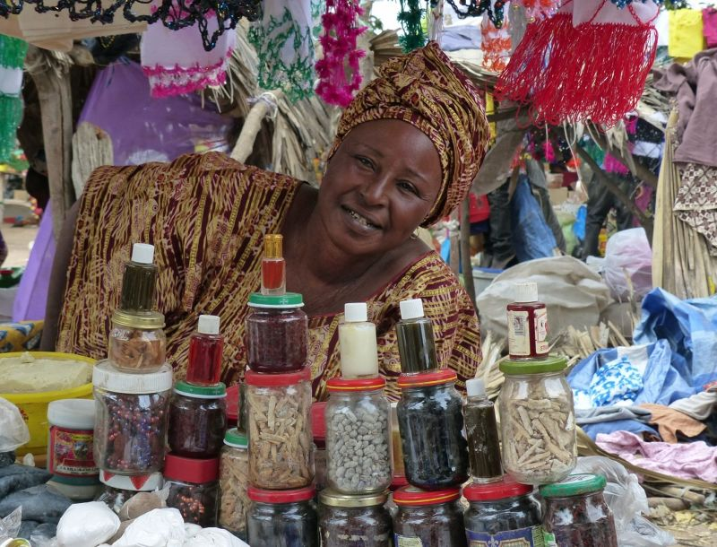 large_7578266-The_general_market_Ngueniene.jpg