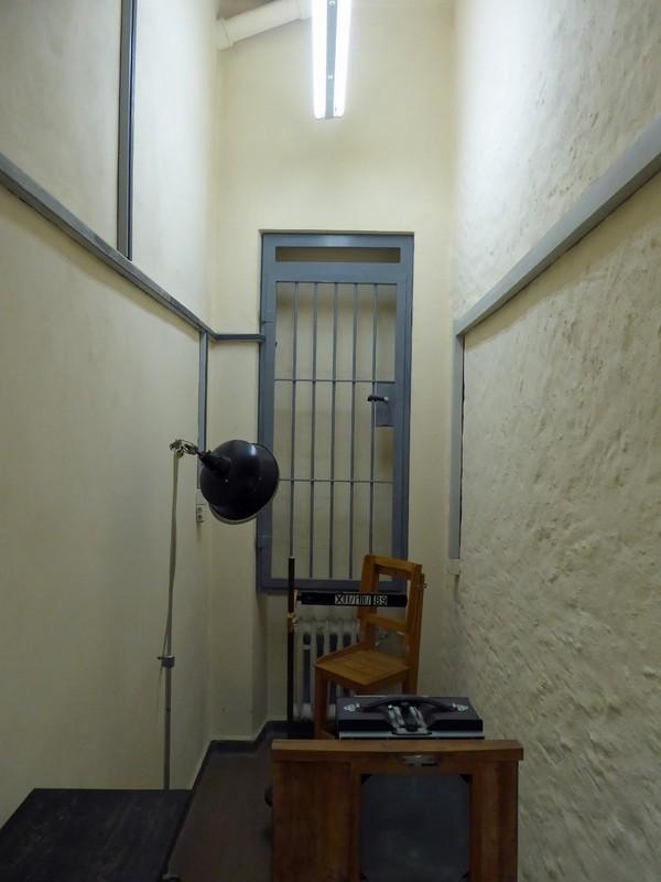 Interrogation room, Runde Ecke