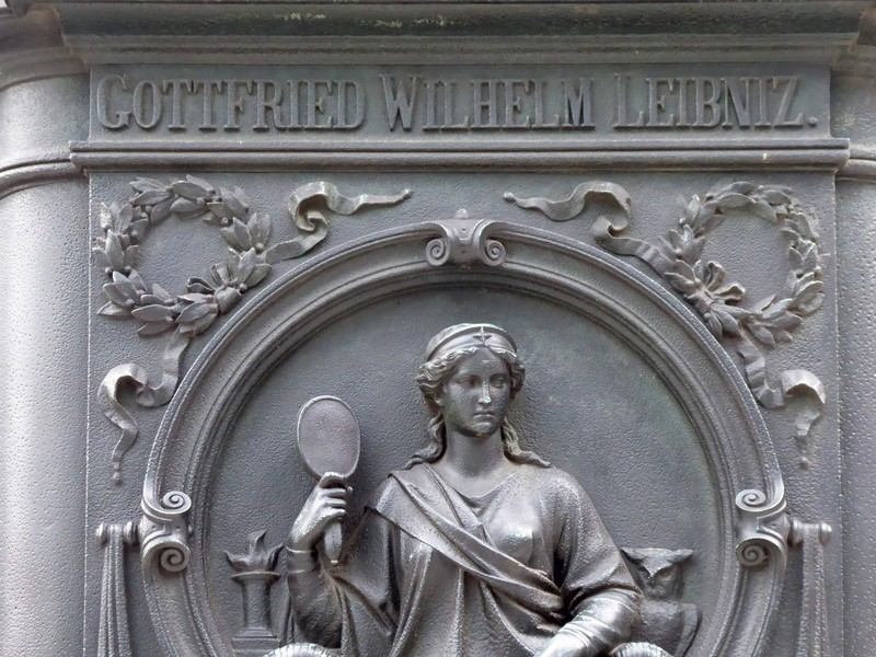 On the statue of Leibnitz at the Paulinum, Leipzig
