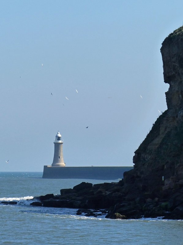 King Edward's Bay, Tynemouth - view of the lighthouse