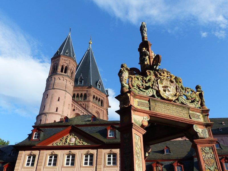 large_P1090352_Marktbrunnen.jpg