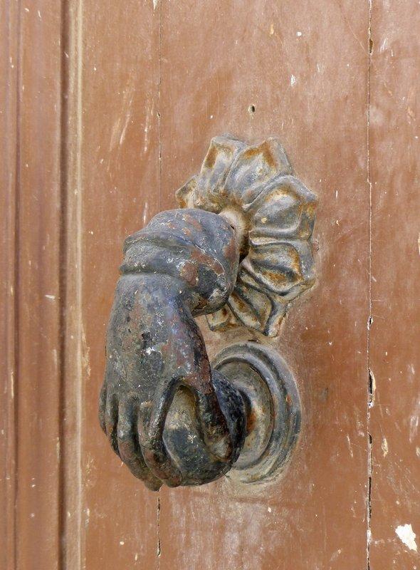 Door knocker, via Pio Spaccamela, Arpino