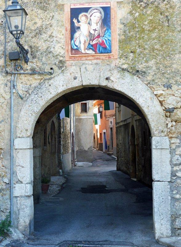 Porta dell'Arco, Arpino