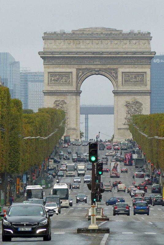 Champs Élysées and Arc de Triomphe, from Concorde