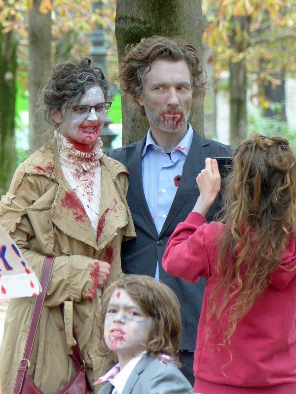 In the Jardins des Tuileries - Halloween zombies