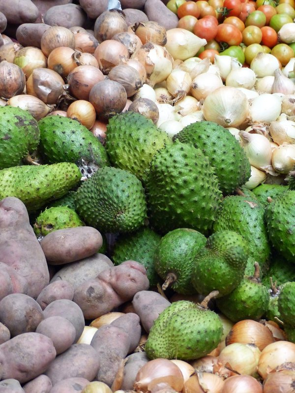 Soursop and other produce, Assomada market