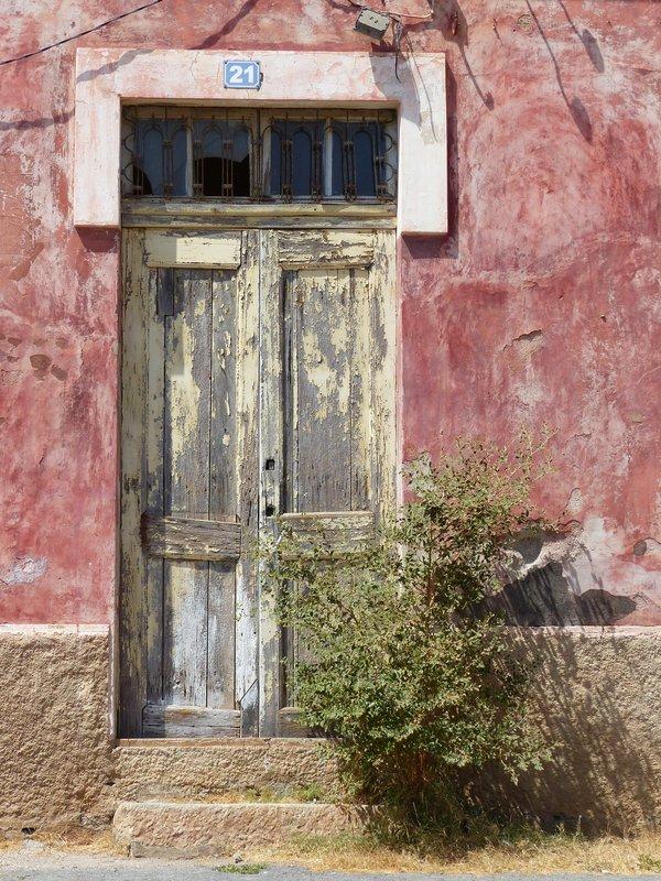 Old house near the Miradouro do Cruzeiro, Praia