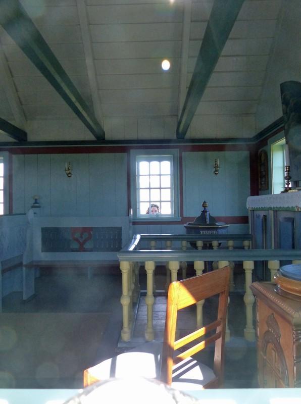 Inside the church, Búðir