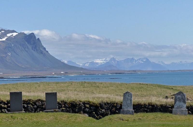 The graveyard and coast at Búðir