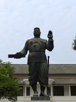 Statue of Sisavang Vong, Royal Palace