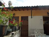 6469014-Entrance_to_room_22_Quito.jpg
