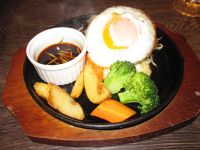 6888879-Burger_with_egg_Tokyo.jpg