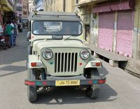 7526204-Jeep_in_the_village_Amer.jpg