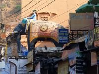 7554325-An_elephant_and_a_horse_Bundi.jpg