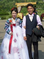 Wedding couple in Moranbong Park on National Day