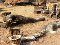 Fallen guardians, Wat Phou
