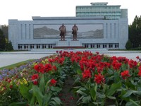 Great Leaders' statues, Wonsan