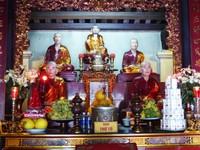 Altar in Tran Quoc Pagoda
