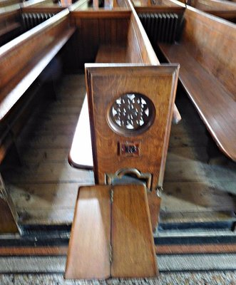 Wesleyan Chapel: slide out seat  for extra seating