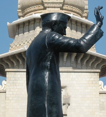 Statue of Nehru outside Vidhana Soudha