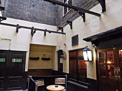 Lyceum Tavern courtyard