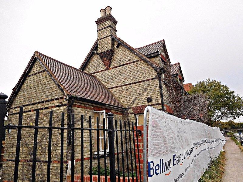 Waltham Town Lock house