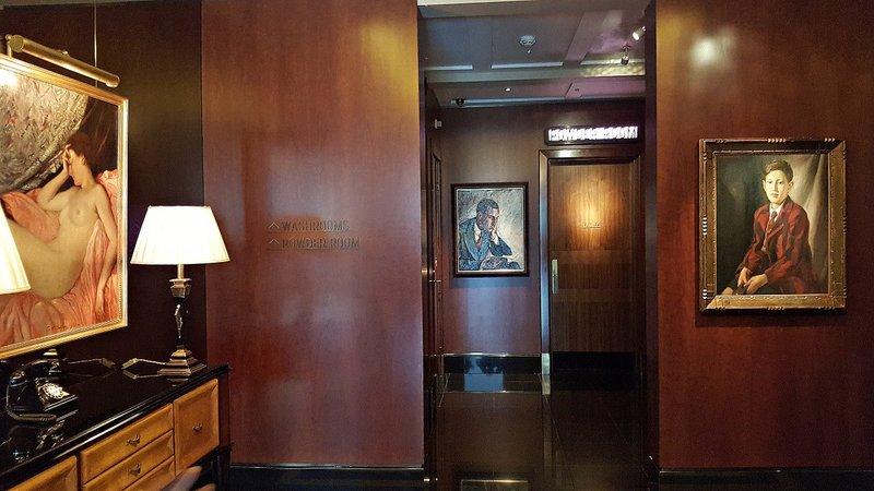 Beaumont Hotel: a hallway