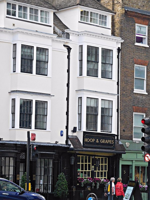 Hoop and Grapes pub Aldgate High Str