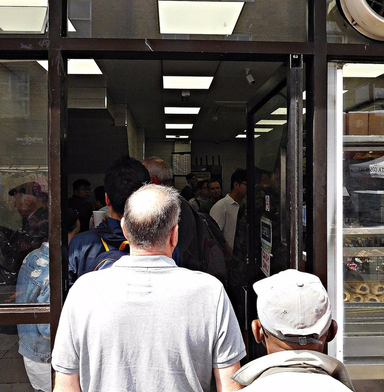 Beigel bakery queue