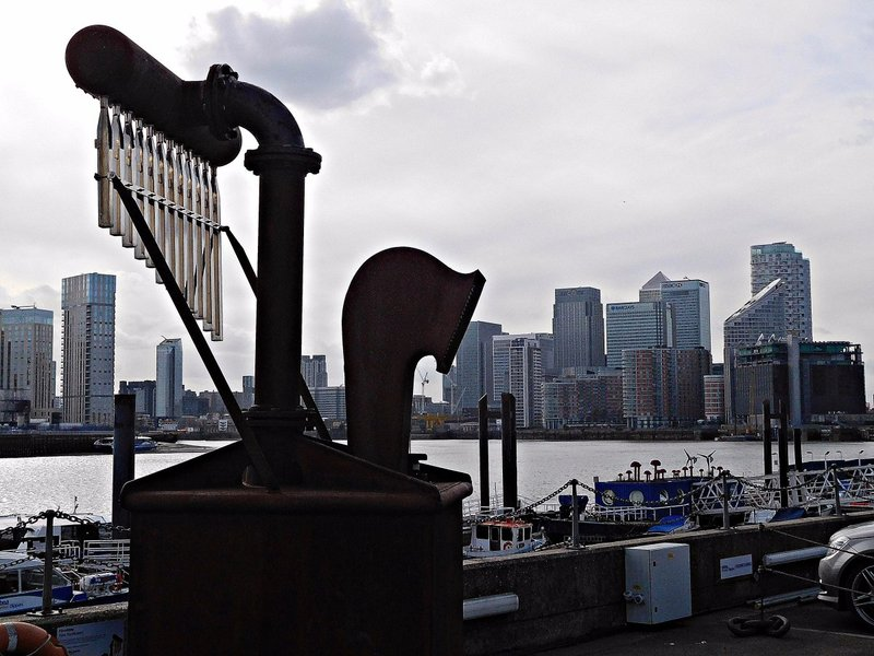 Tidal artwork and Canary Wharf  skyline
