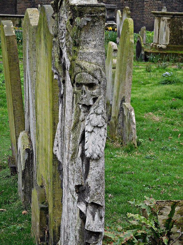 BUNHILL FIELDS: gravestone with a skull