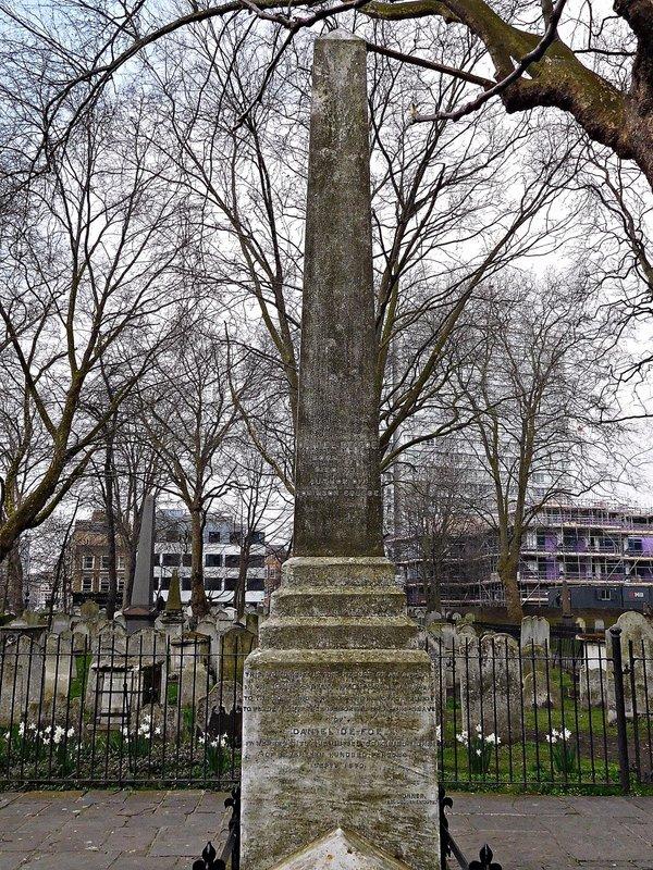 BUNHILL FIELDS Daniel Defoe monument