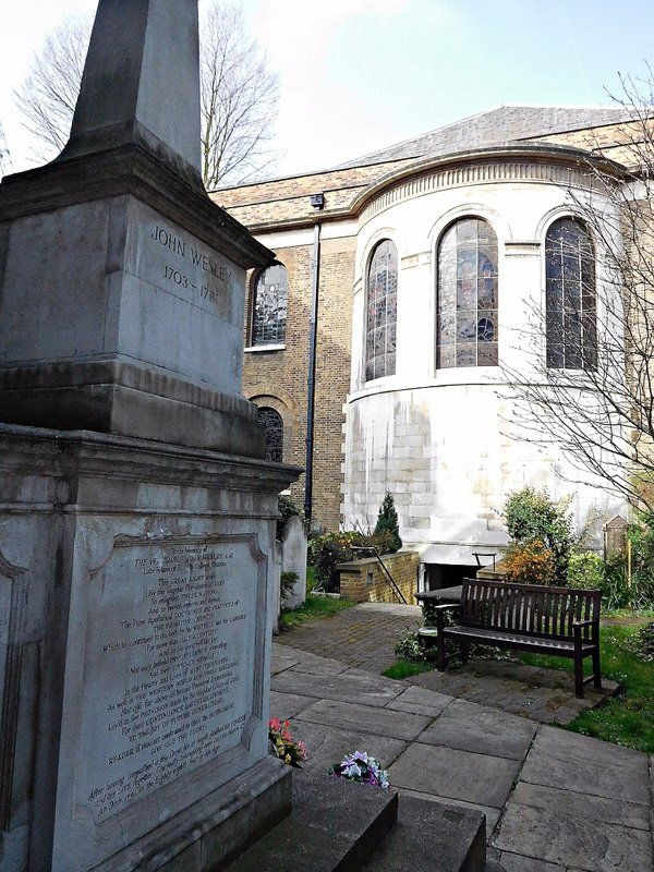 John Wesleys grave and the Wesleyan Chapel