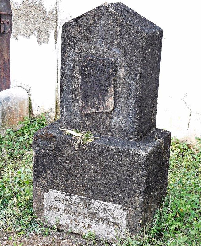 CRANG 7b Chendamangalam synagogue: Sara's memorial outside building