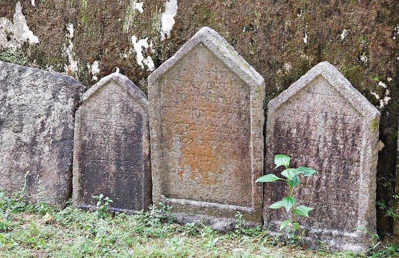 CRANG 7m Chendamangalam synagogue some gravestones