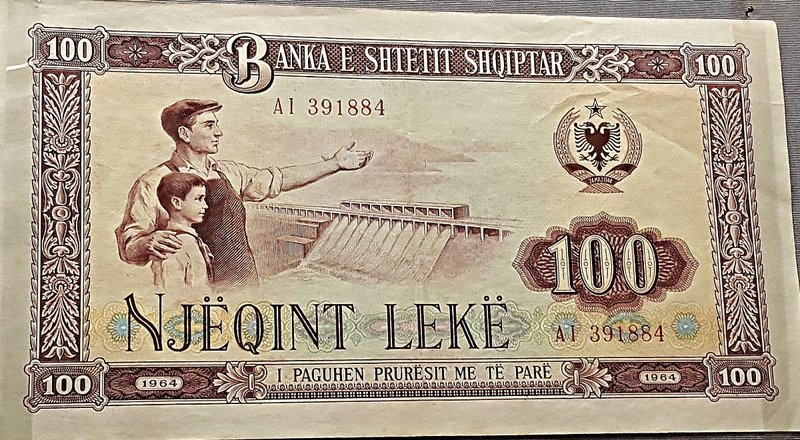 Albanian 100 Lek note with a dam