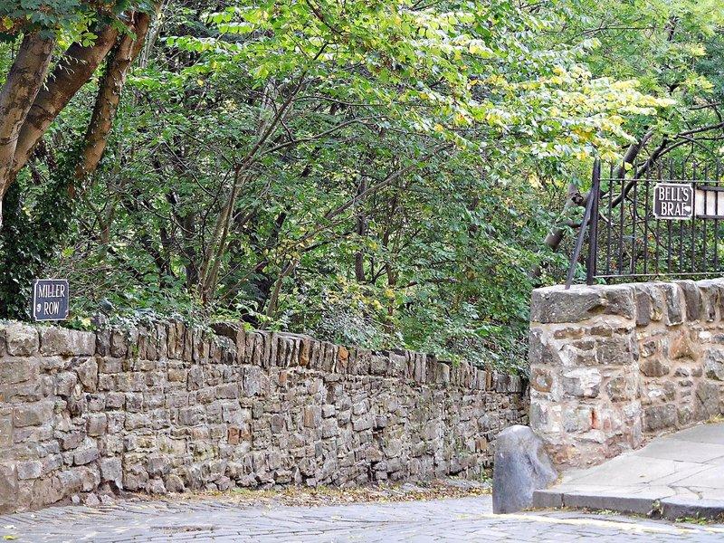 EDDEAN 14 Leaving Dean Village eastwards along Water of leith