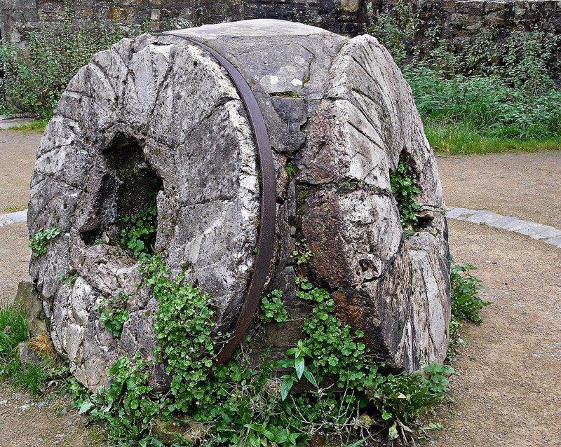 EDDEAN 18 Dean Industrial Village 3 millstones