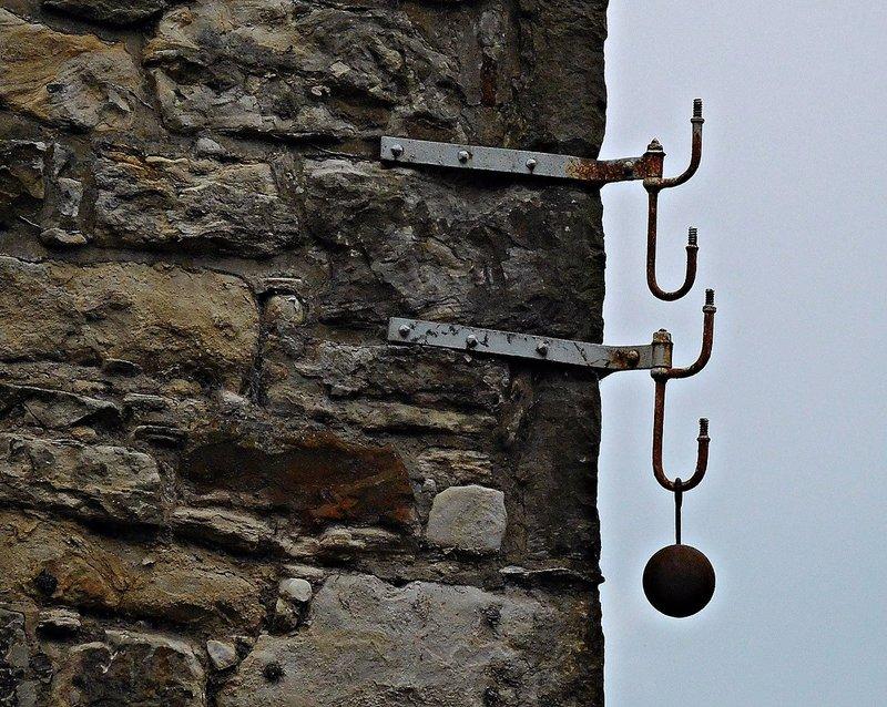 EDDEAN 23 Strange corner brackets in Dean Village