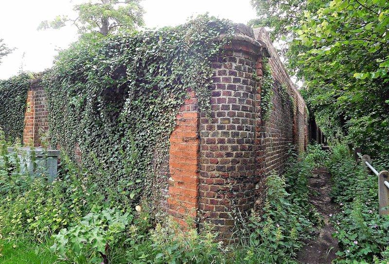 Wall of Heath House on Spaniards Road